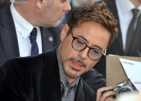 Robert_Downey_Jr_avp_Iron_Man_3_Paris_3