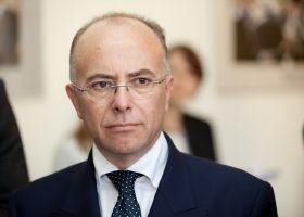 Ministru_prezidents_Valdis_Dombrovskis_tiekas_ar_Francijas_Eiropas_lietu_ministru_Bernāru_Kazenēvu_(Bernard_Cazeneuve)_(7985359635)