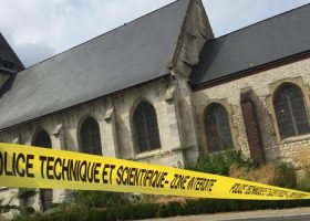 direct-attentat-dans-une-eglise-deux-perquisitions-une-interpellation