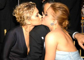 Kissing Sisters Mary-Kate and Ashley Olsen